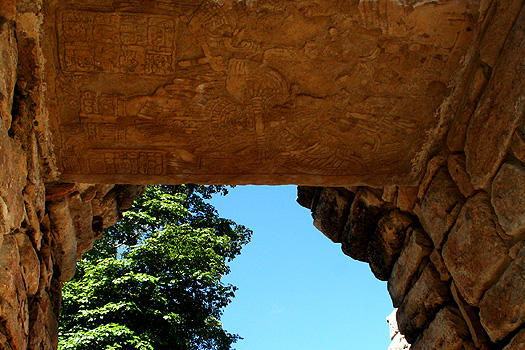 Central door-lintel of building 42 at the Pequeña Acrópolis, Yaxchilán