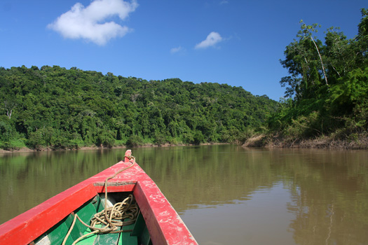 On the Usumacinta River, the border between Mexico (l.) and Guatemala (r.)